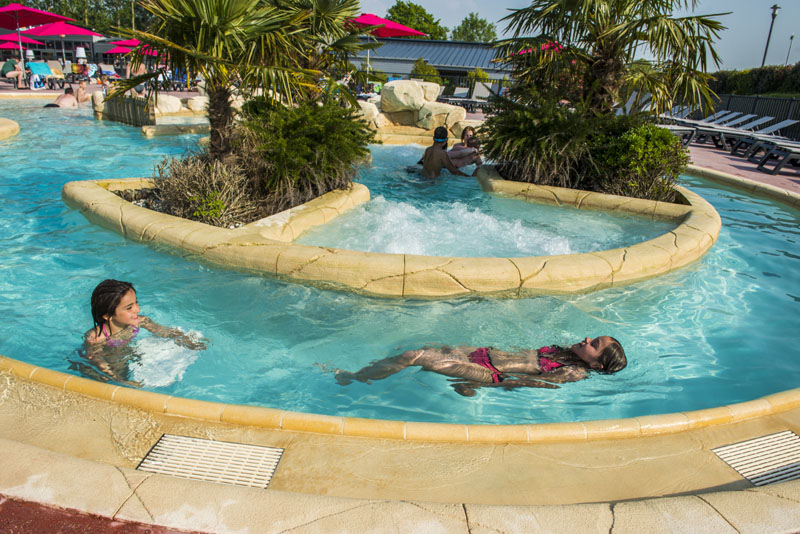 camping-les-iles-piscine-1
